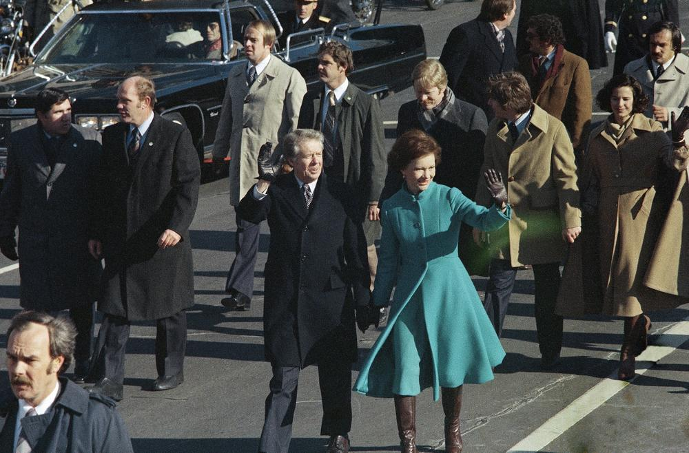Jimmy and Rosalynn Carter walk part of their inaugural route on foot